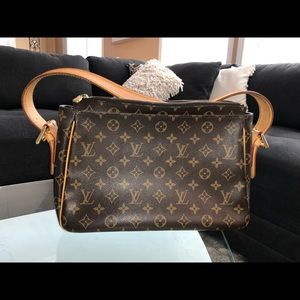 Louis Vuitton Bags - Authentic Louis Vuitton shoulder bag